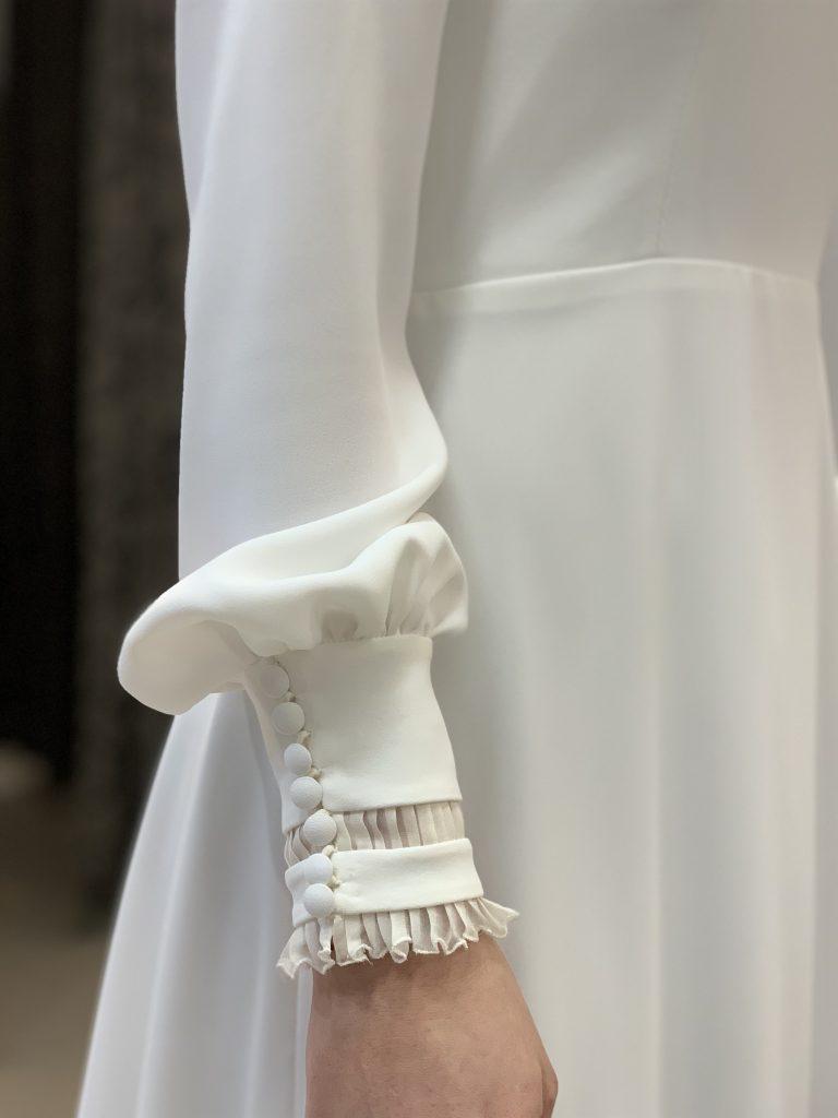 Vestido de novia despierta cenicienta con mangas abollonadas botones volante drapeado y puños
